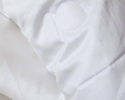 couette en soie fra cheur et hydratation pour peau. Black Bedroom Furniture Sets. Home Design Ideas