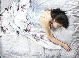 sommeil_femme_lit