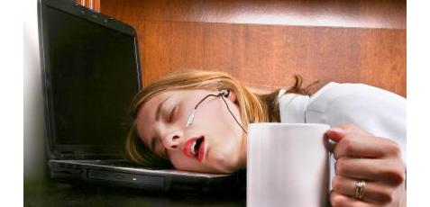femme avec manque de sommeil