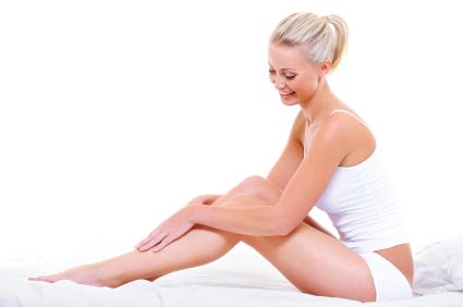 femme pratiquant auto-massage pour se détendre