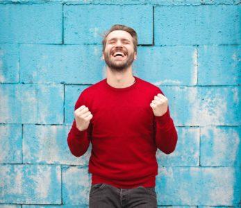 homme heureux qui a réussi à arrêter de fumer
