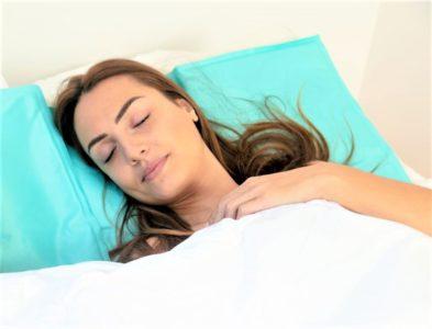 sur-oreiller-rafraichissant-coolpad-xl-gel-contre-bouffees-de-chaleur-menopause