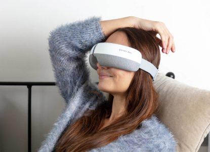 Femme-avec-masseur-oculaire-Climsom-Zen
