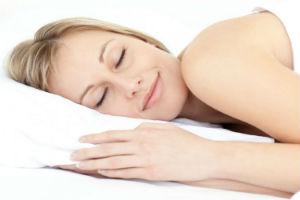 femme-menopause-qui-dort